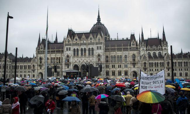 Tüntetés a Kossuth téren