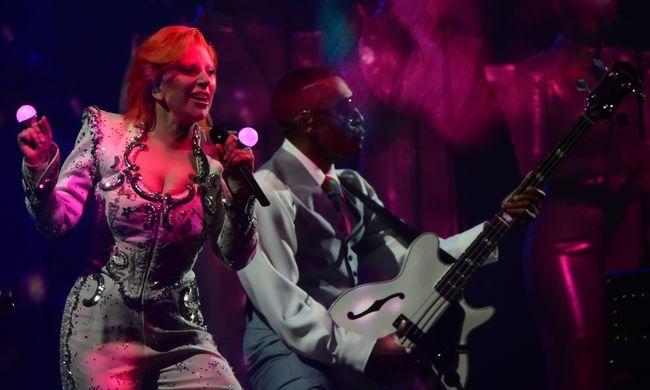 Lady Gaga David Bowie bőrébe bújt a Grammy-díjátadón