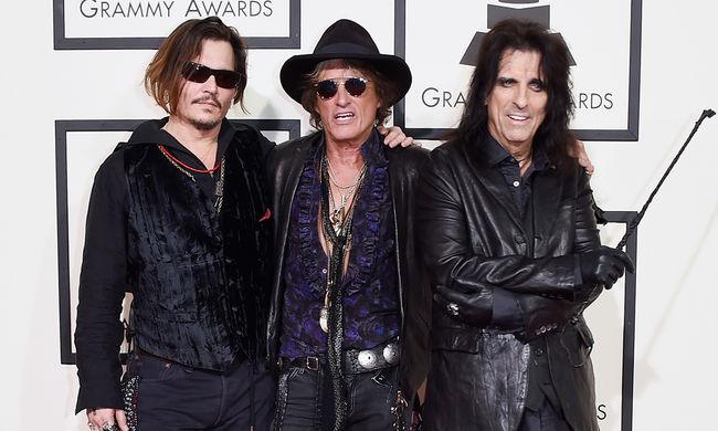 Johnny Depp nemzetközi turnéra indul rockzenekarával