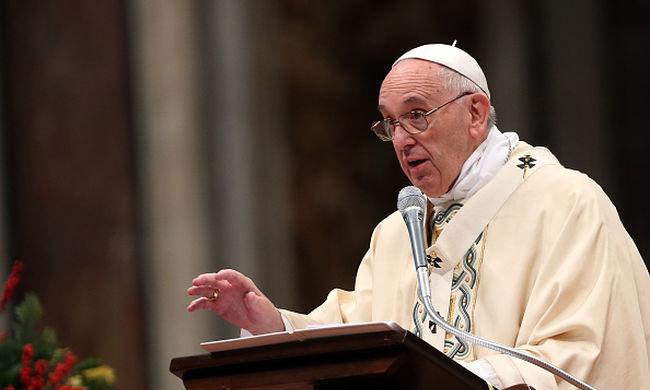 Ferenc pápa hajléktalanoknak küldött pénzt