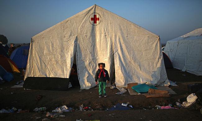 A Magyar Vöröskereszt Görögországban segít a migránsokon