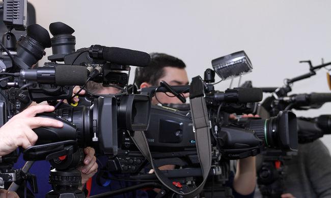 Elképesztő jelenet: így került élő adásba az orosz riporter - videó