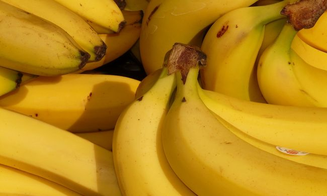 Hámozott banánt kapott meccs közben a Manchester United focistája - videó