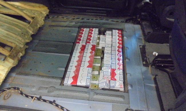 5000 doboz cigit rejtett el a kocsijában