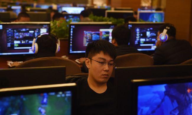Egy internetkávézóban halt meg a férfi - 24 órája videojátékozott