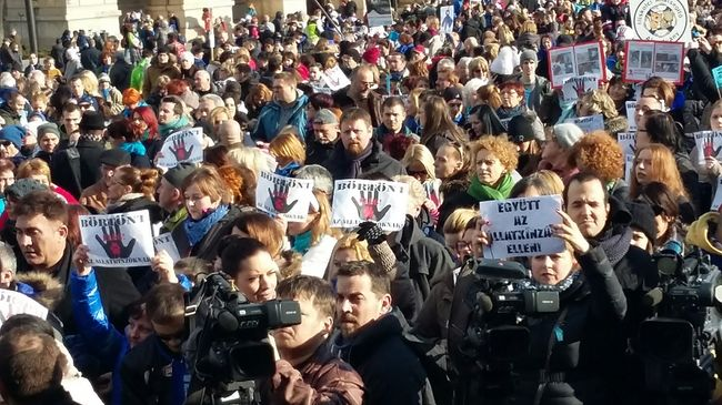 Ezrek tüntettek Budapesten