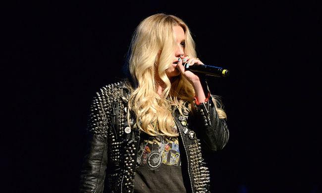 Taylor Swift 250 ezer dolláros adománnyal támogatja Keshát, akit a producere megerőszakolhatott