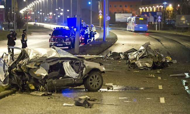 Kettészakadt egy autó Budapesten