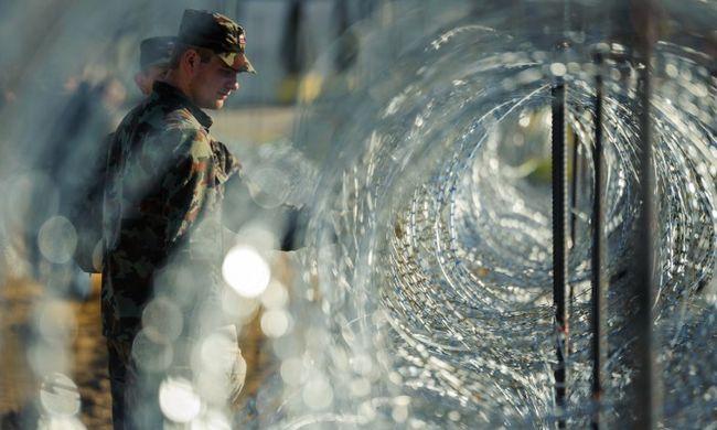 Szlovéniában katonák is védik a határt