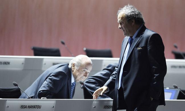 Csökkentette Blatter és Platini büntetését a FIFA
