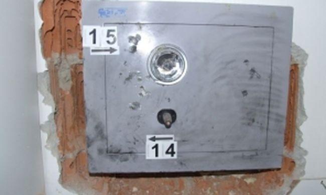 Szilveszterkor tört be a házba, kibontotta a páncélszekrényt a falból