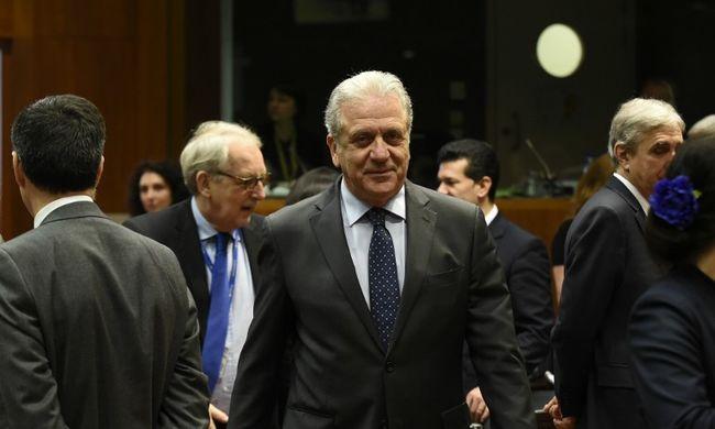Fokozni kell az erőfeszítéseket a migrációs politikáért felelős uniós biztos szerint