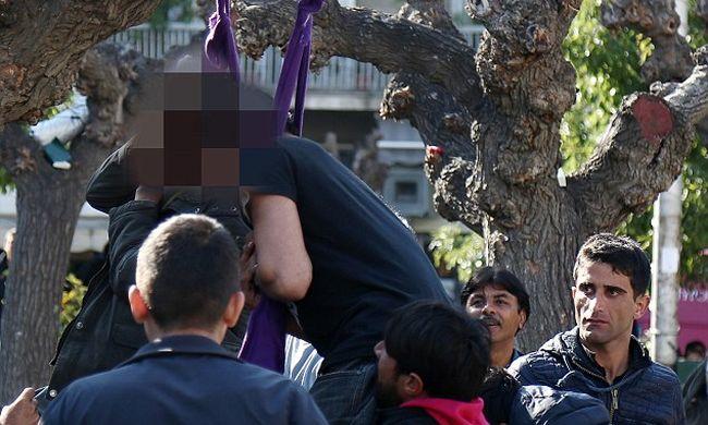 Felakasztotta magát két migráns a nyílt utcán Athénban