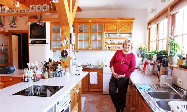 """""""Nincs mese, fel kell kötni a kötényt"""" - interjú Lajos Marival"""