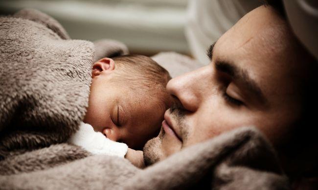 Végsőkig harcolt a halálos beteg apa, így gondoskodott kisfiáról