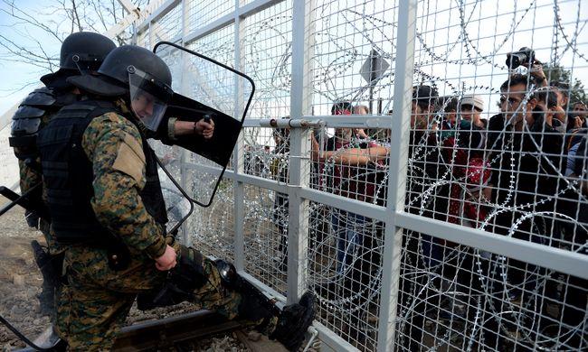 Kemény szigor: naponta 580 migránst engednek át a Balkánon