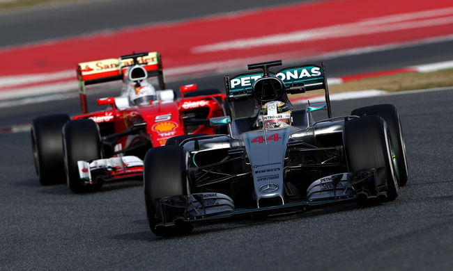 Nincs veszélyben a Mercedes uralma az első tesztnapok alapján