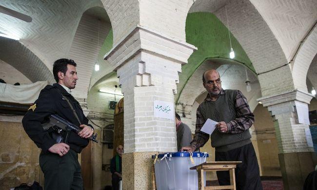 Iráni választás: Teherán csak reformer képviselőket küldhet a parlamentbe