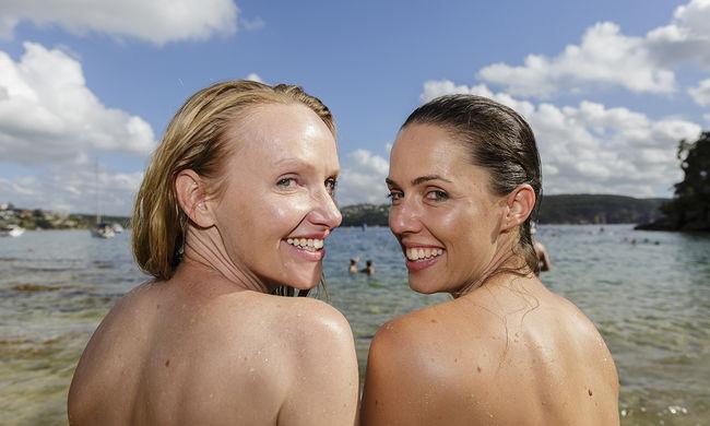 Meztelenül úszott a tömeg az ausztrál városban - fotógaléria