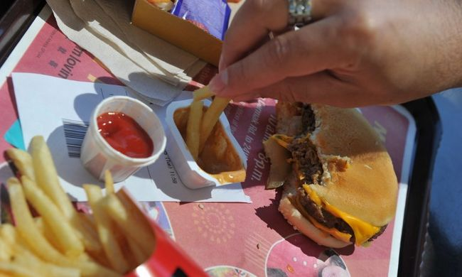 Örömteli felajánlás a  McDonald's-tól: ingyen szendvicset kaptak a csalódott szurkolók