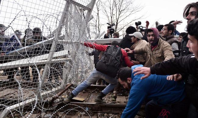 Egy pletyka miatt törték át a határt a migránsok