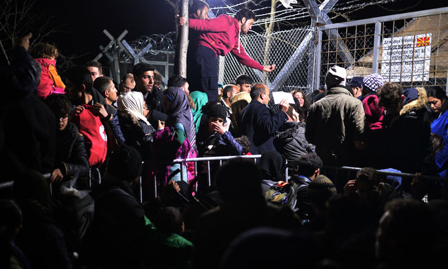 Görög miniszter: kevesebb migráns érkezhet a görög szigetekre