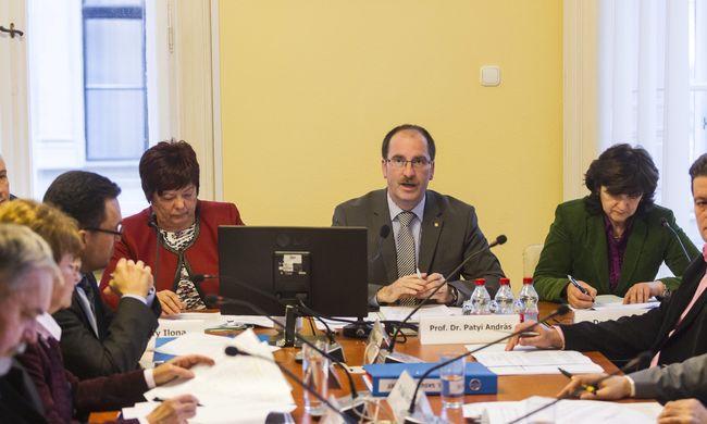 Gyorshír: Erdösiné népszavazási kérdését hitelesítette az NVB