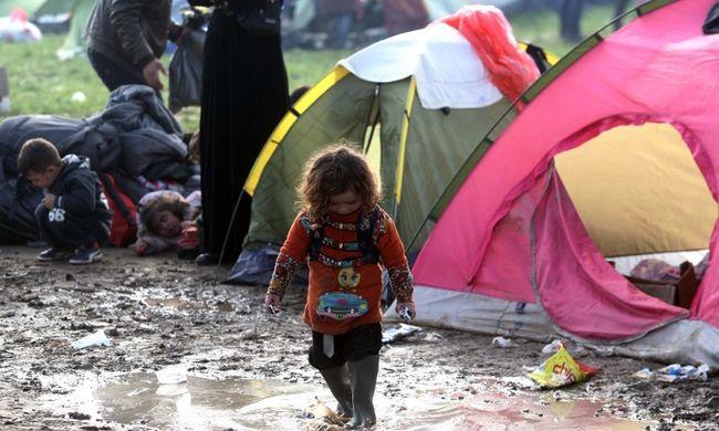 Hiába számolták fel az idomeni sátortábort, létrejött helyette sok kisebb