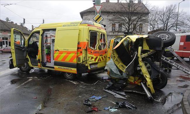 Összeütközött két mentőautó Szegeden