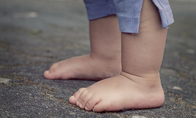 Két tinilány rabolt el egy 3 éves gyereket