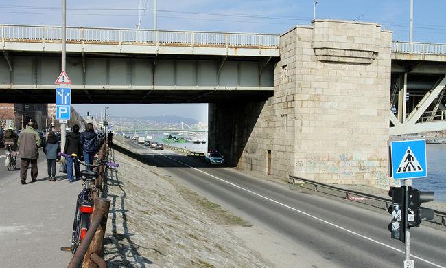 Kő- és vasbetondarabok hullottak a Petőfi hídról - képgaléria!