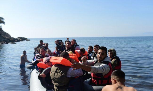 Majdnem 3000 Görögországba tartó migránst tartóztattak fel