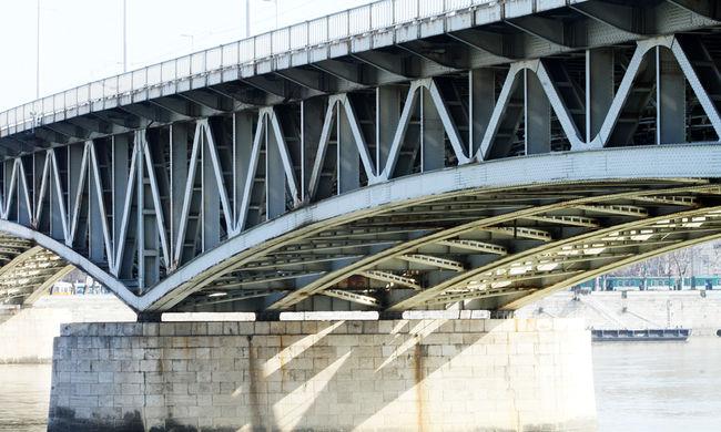 Megkötözték és a híd alá dobták a budapesti férfit, édesanyjára törték az ajtót