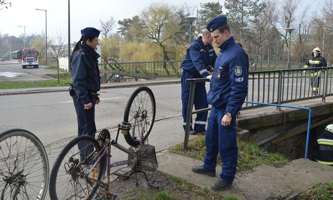 Csatornába dobta az ellopott bicikliket - videó