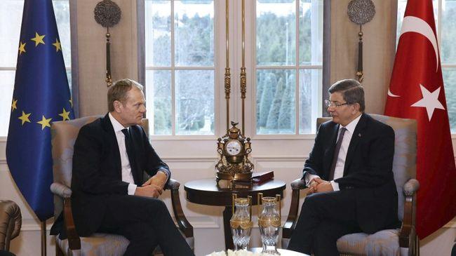 Tusk: még mindig túl nagy a migránsok áradata