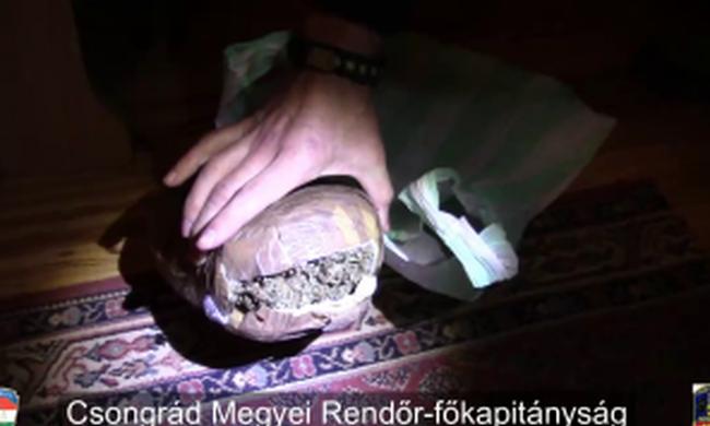 Kábítószert árultak egy családi házban, több kilogramm drogot foglaltak le a rendőrök