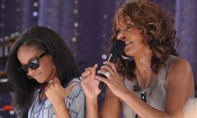 Bekábítószerezve fulladt vízbe Whitney Houston lánya - lehet, hogy megölték