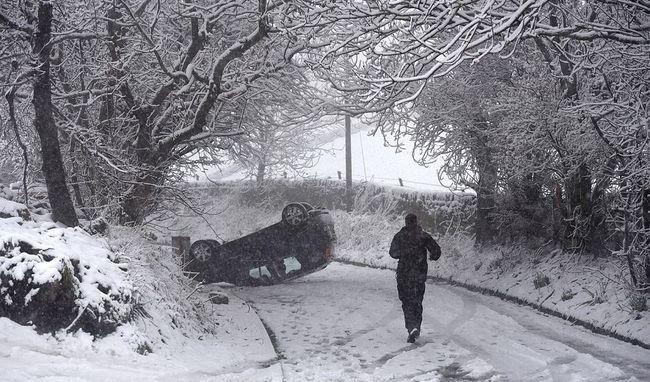 Bezárt iskolák, járhatatlan utak a hatalmas havazás miatt - videó
