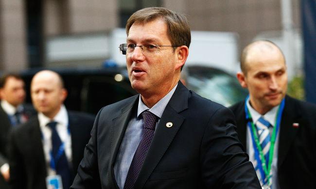 Szlovén miniszterelnök: le kell zárni a balkáni útvonalat