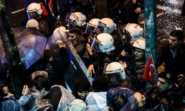 Lerohanták a legnagyobb török szerkesztőséget a rendőrök
