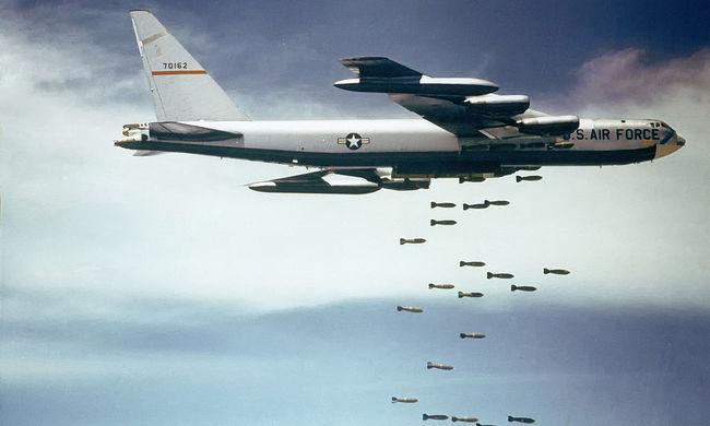 Bombázókat vetnek be az Iszlám Állam ellen