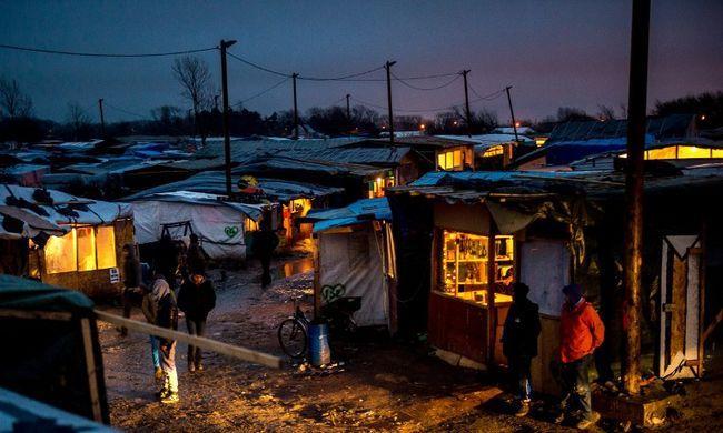 Tinédzserfiúkat erőszakoltak meg a migránstáborban