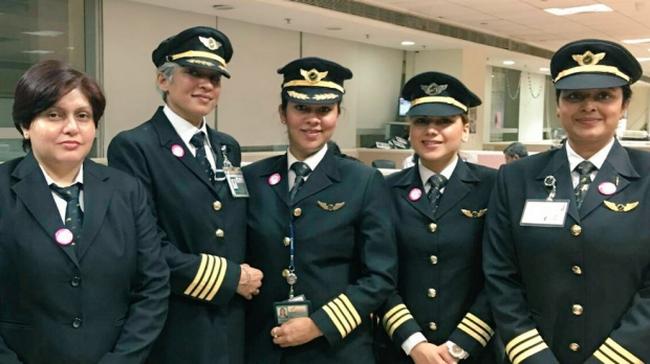 Elindul a világ leghosszabb repülőjárata, ahol az egész személyzet nőkből áll