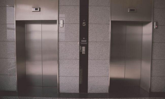 Váratlan meglepetés: a liftben indult meg a szülés