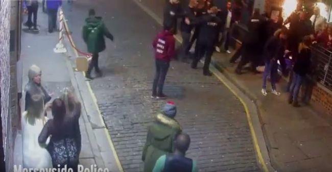 Egymásra támadtak a kidobók - videó