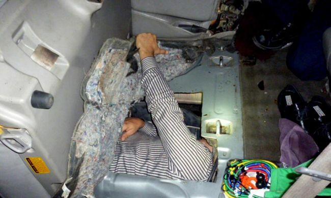 Egy kocsi üzemanyagtartályába bújva próbált az Egyesült Államokba jutni
