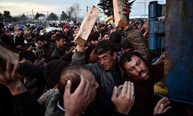 Félnek a brüsszeli csúcs döntéseitől a macedón határon feltorlódott migránsok