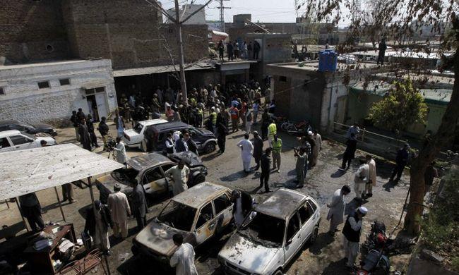 Öngyilkos merénylő robbantott egy bíróságon, sokan meghaltak