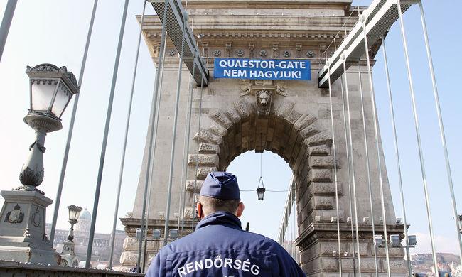 Quaestor-károsultak miatt állt a forgalom a Lánchídnál