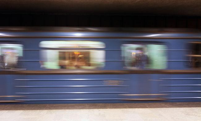 Záródó metróajtók miatt halt meg egy férfi